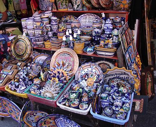 A stand selling small Talavera Poblana pottery.